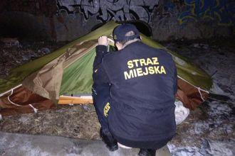 Bezdomny spał w namiocie w temperaturze minus 5 stopni