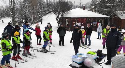 Policjanci spotkali się z dziećmi na stoku narciarskim