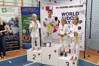 Judocy UKS MOSIR JASŁO z medalami